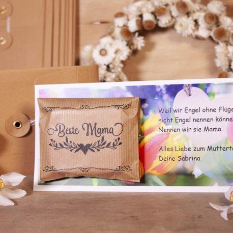 Seifengrußkarte – Frontalansicht auf Brett mit Margeritenkranz