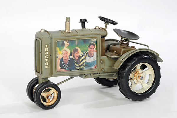 Traktor graugrün mit Foto